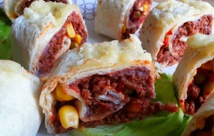 Meksykańskie roladki z tortilli z wołowiną i czerwoną fasolą