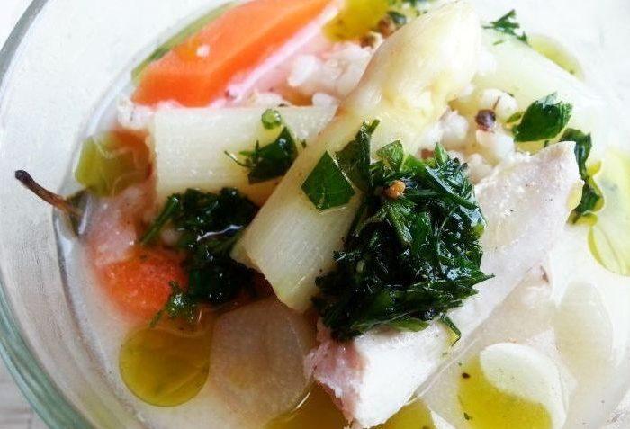 Zupa z białych szparagów z pesto bazyliowym
