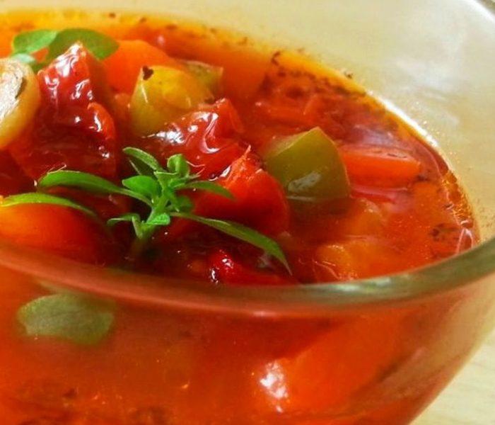 Zupa pomidorowa z suszonymi pomidorami i papryką