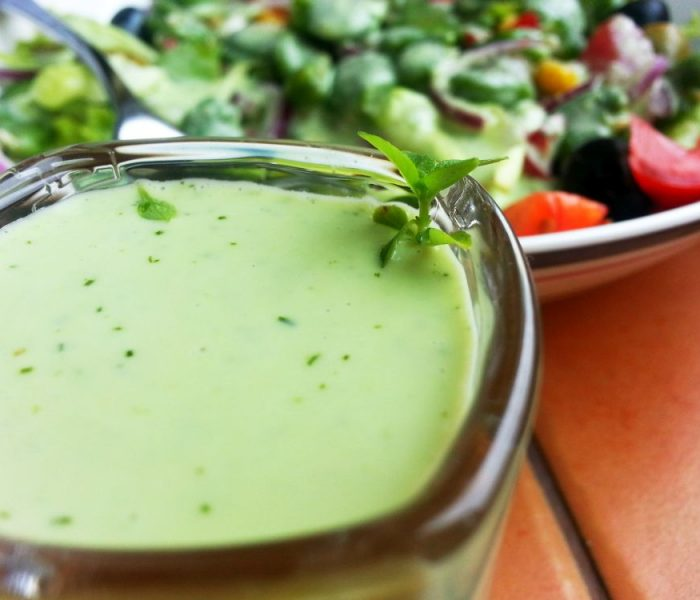 Zielony, ziołowy sos do sałatek