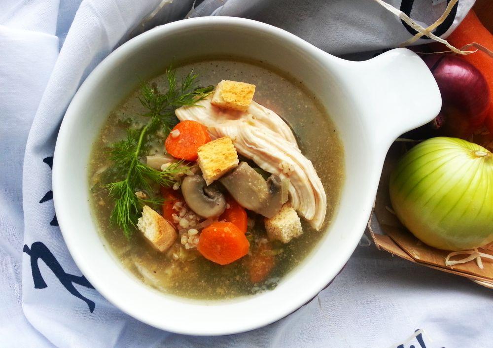 Zupa pieczarkowa z kaszą jęczmienną i kurczakiem