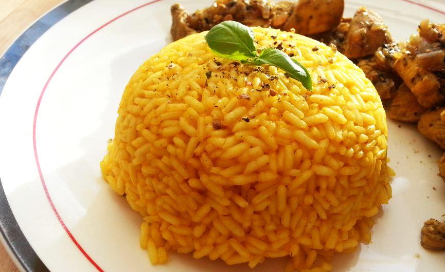 Aromatyczny ryż z kurkumą