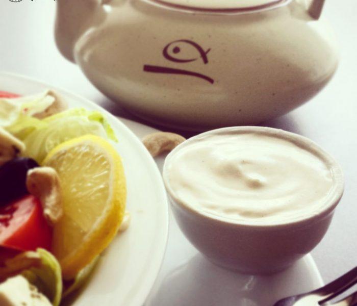 Sos jogurtowy do sałatek, mięs i warzyw