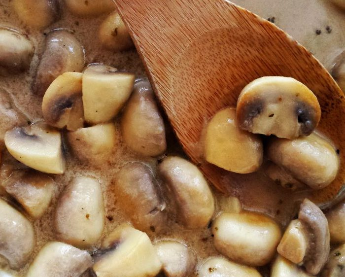 Sos pieczarkowy do mięs, krokietów i makaronu