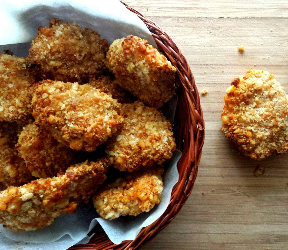 Nuggetsy w chrupiącej panierce serowo-krakersowej