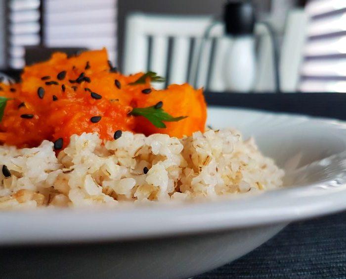 Pikantne curry z dynią i czerwoną cebulą