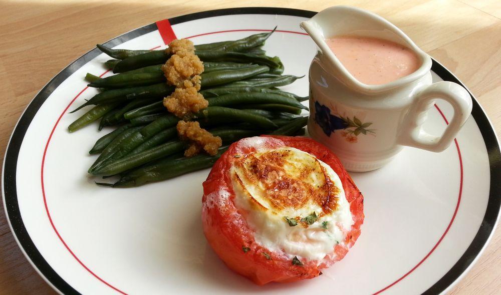 Pomidor zapiekany z jajkiem