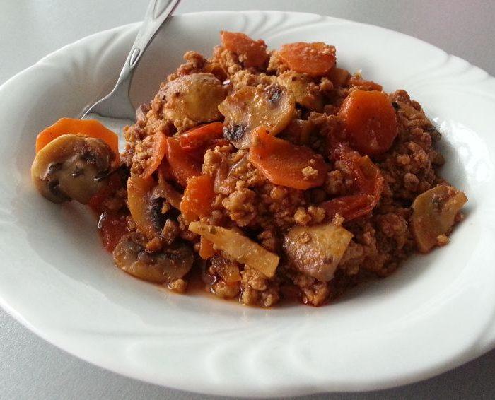 Wieprzowina duszona w marchewce i sosie sojowym