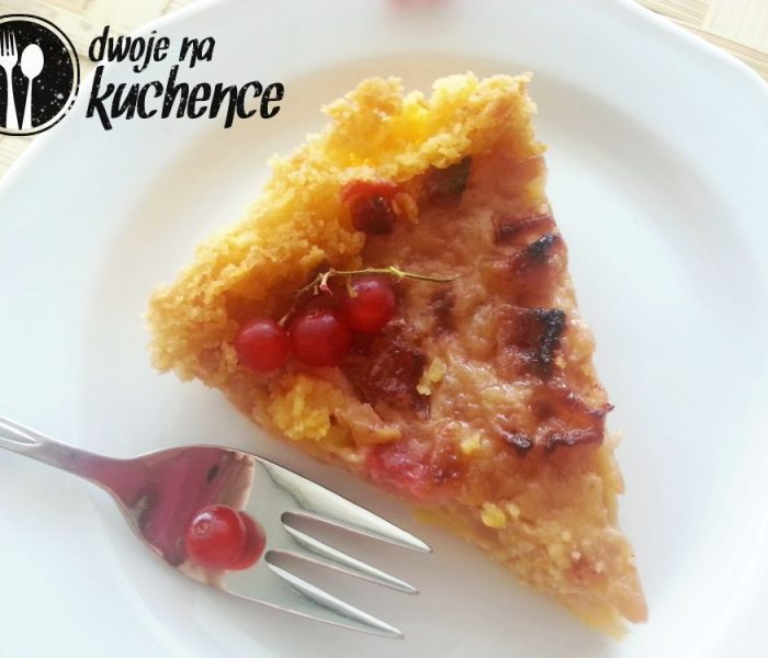 Tarta z jabłkami i domowym sosem karmelowym