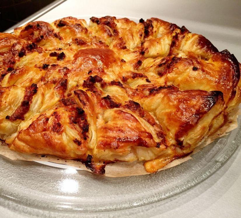 Twist pizza bolognese na cieście francuskim