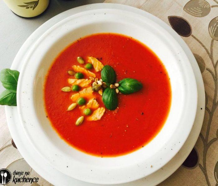 Zupa krem z pomidorów z indykiem, prażonymi nasionami i ziołami